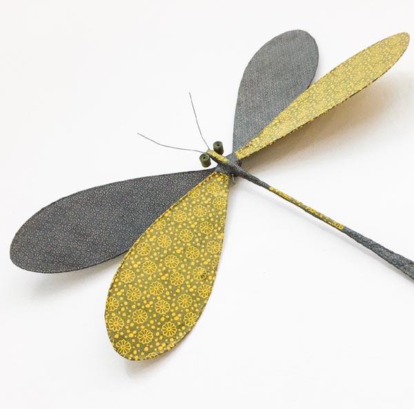 libellule fil de fer et papier népalais